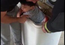نجات کودک گیرافتاده در ماشین لباسشویی