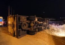 واژگونی خودروی کامیون در کمربندی بهشهر